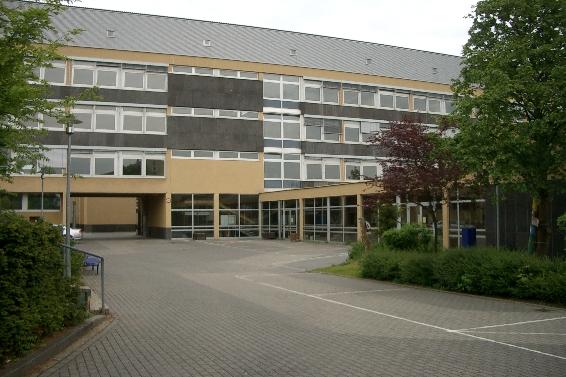 Megina-Gymnasium Lehrerparkplatz