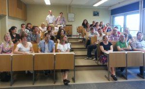 Gruppe im Physiksaal