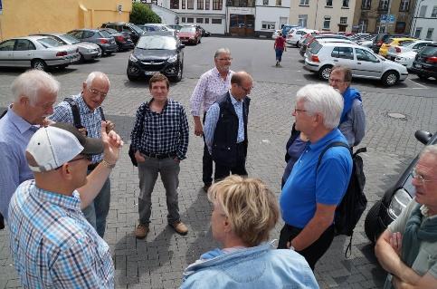 Gruppe am Parkplatz Hombrich